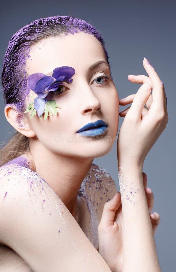 一个美丽的女孩的画象有创造性的构成的 图库摄影