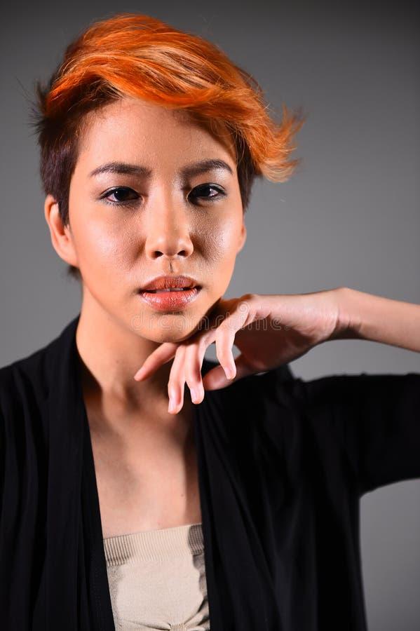 一个美丽的女孩的画象有被洗染的头发染色的 免版税库存图片