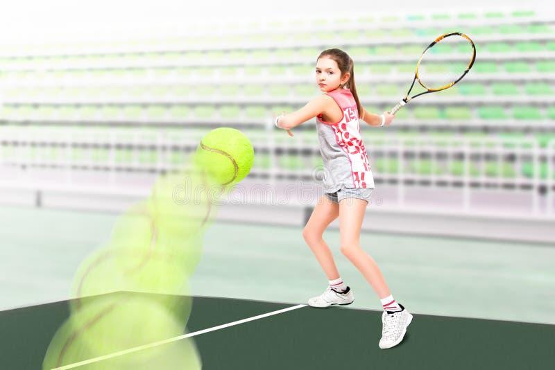 一个美丽的女孩网球员的画象 库存照片