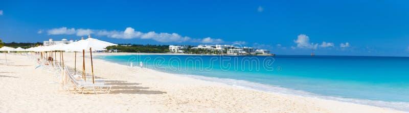 一个美丽的加勒比海滩的全景 免版税库存照片