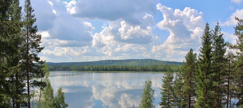一个美丽的湖在北博滕 免版税库存图片