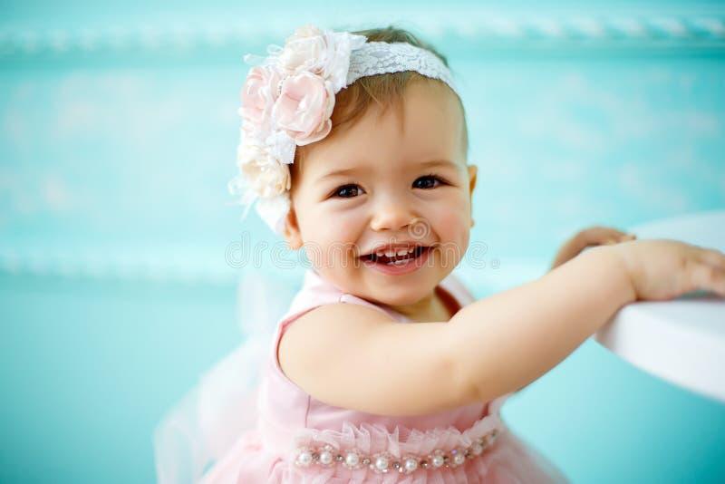 一个美丽的矮小的婴孩的画象 特写镜头 免版税库存照片