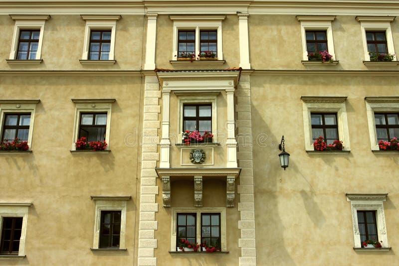 一个美丽的老多层的大厦的门面在布拉格 免版税图库摄影