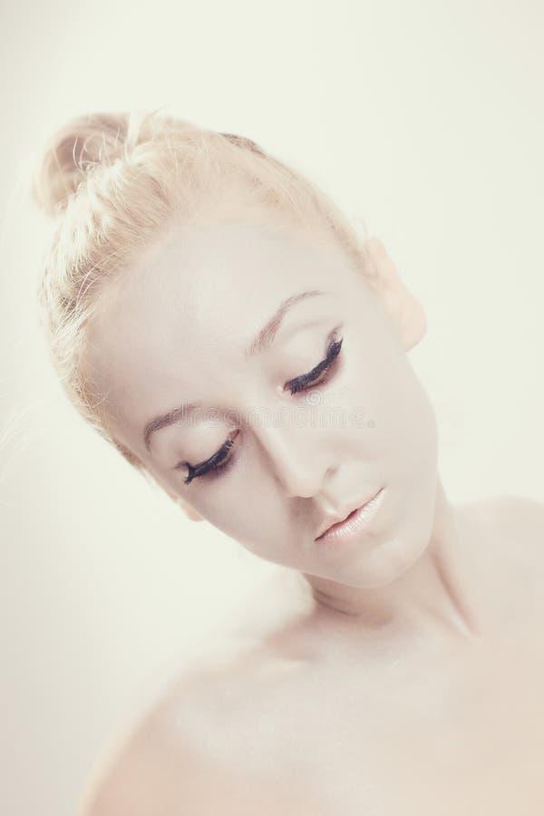 一个美丽的跳芭蕾舞者的画象 库存照片