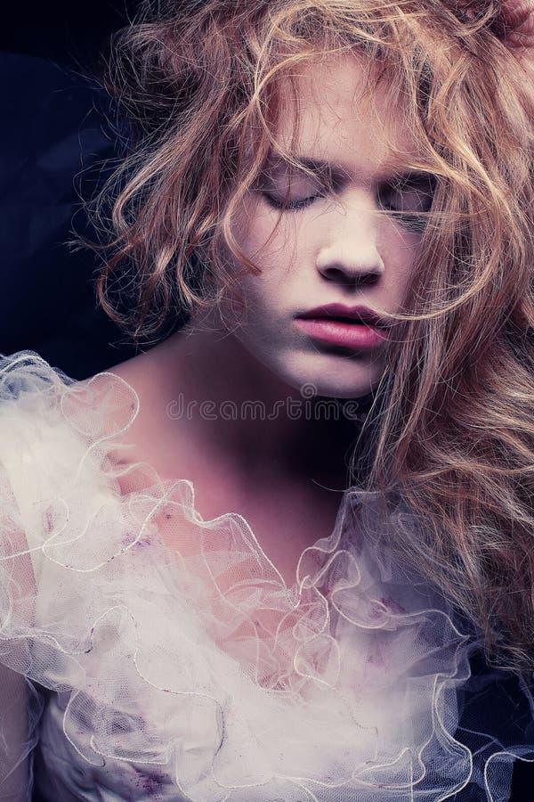 一个美丽的金发碧眼的女人的葡萄酒画象 库存图片
