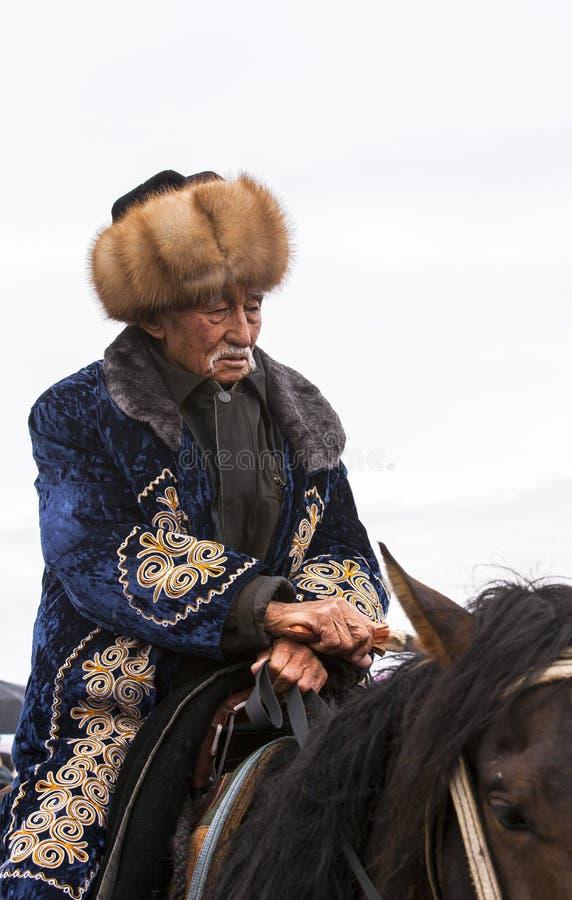 Download 一个老人在歌曲Kul湖骑马在吉尔吉斯斯坦 图库摄影片. 图片 包括有 非常好, 子项, 御马者, 资本, 测试 - 59106112