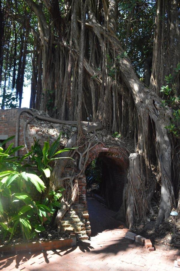 一个老堡垒的砖隧道 库存图片