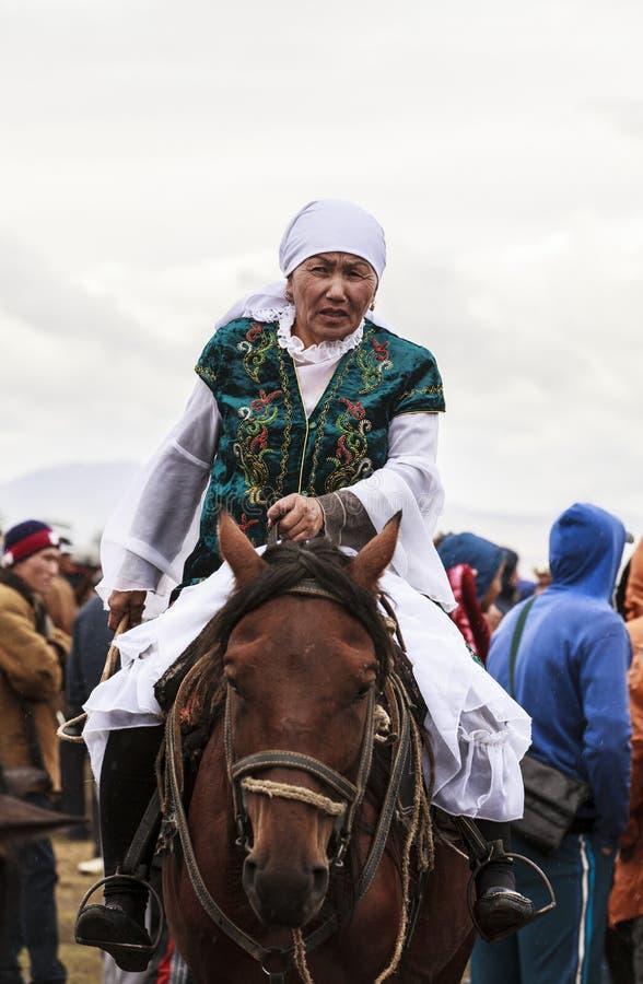 Download 一个老妇人在歌曲Kul湖骑马在吉尔吉斯斯坦 编辑类照片. 图片 包括有 城堡, 吸引力, 绿色, 历史记录 - 59106306
