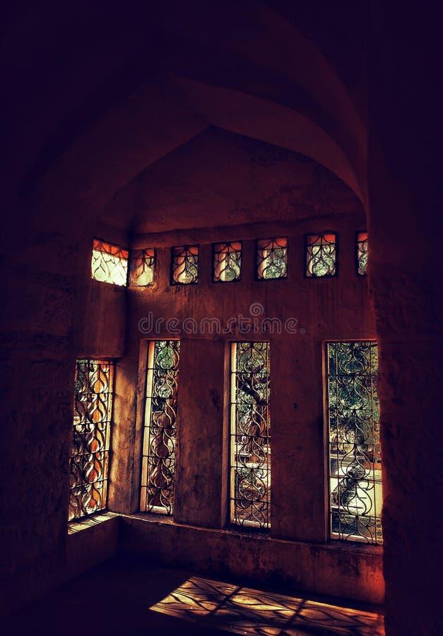 一个老宫殿的窗口一个美好的设计  库存照片