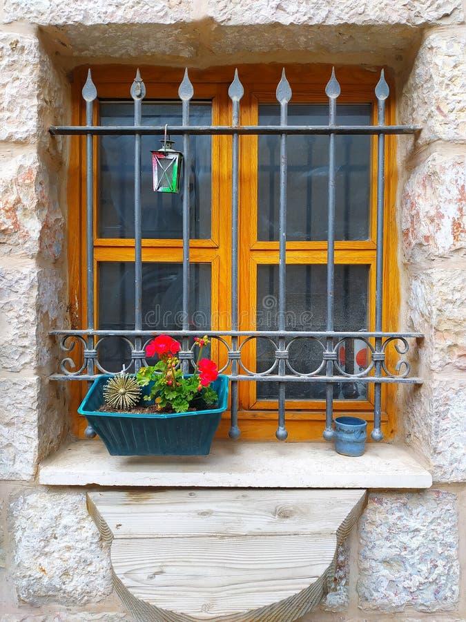 一个老房子的窗口 免版税图库摄影
