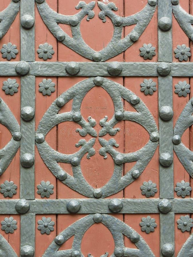 一个老教会门的铁配件在巴塞罗那 免版税库存照片