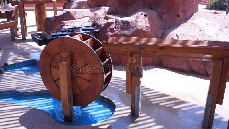 一个老木水轮 免版税库存照片