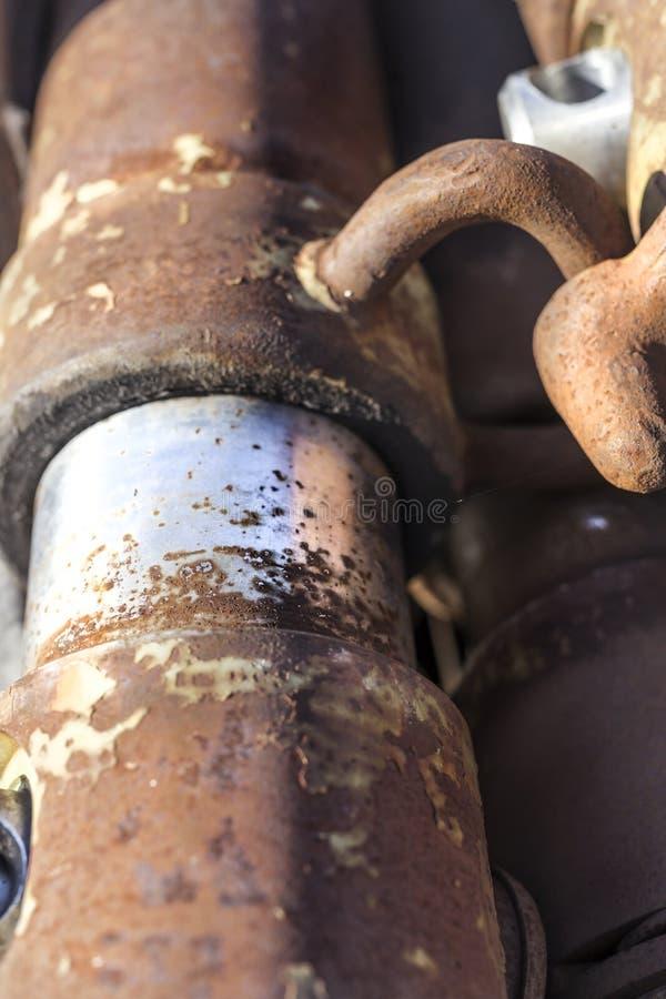 一个老残破的被放弃的矿钻子引擎的细节在欧罗斯拉尼村庄 库存图片