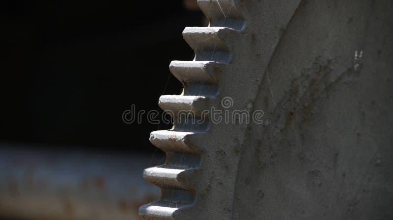 一个老生锈的齿轮 免版税库存照片