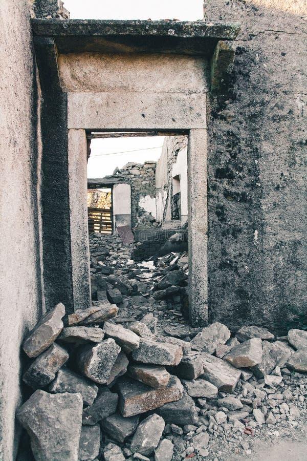 一个老石房子的废墟 免版税图库摄影
