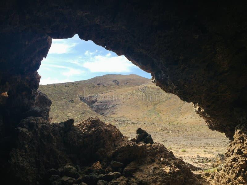 一个老矿的残余在火山的洞附近的在Ajuy村庄,费埃特文图拉岛,加那利群岛,西班牙 免版税库存照片