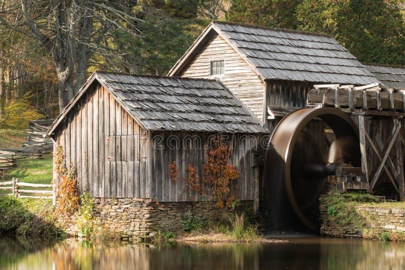 一个老磨房和池塘阿巴拉契亚山脉的 免版税图库摄影