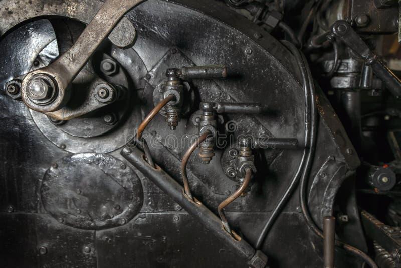 一个老蒸汽机车特写镜头的中央操纵站的细节,工业背景 免版税库存照片