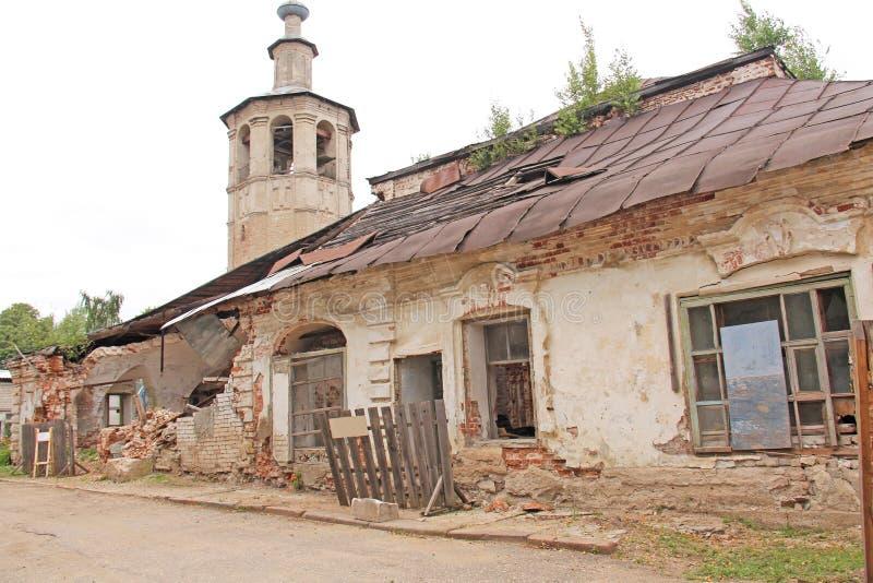 一个老被毁坏的教会或寺庙 俄国 免版税库存图片