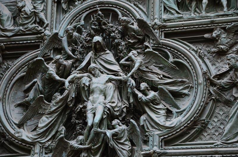 一个老雕塑在米兰 免版税库存图片