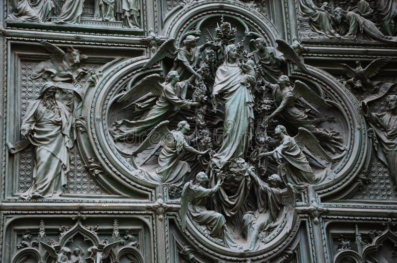 一个老雕塑在米兰 库存照片