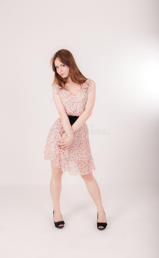 一个肉欲的亭亭玉立的女孩的画象 免版税库存照片