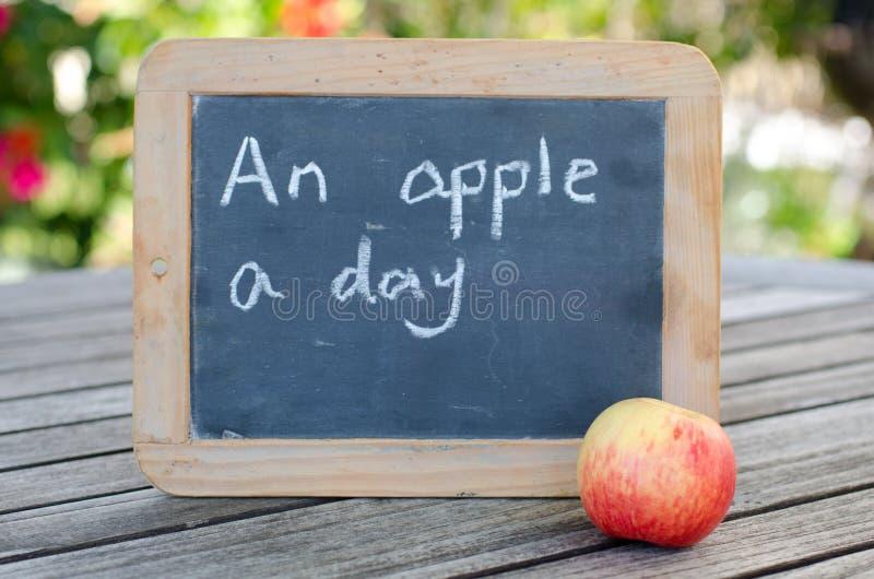 一个苹果每日… 图库摄影
