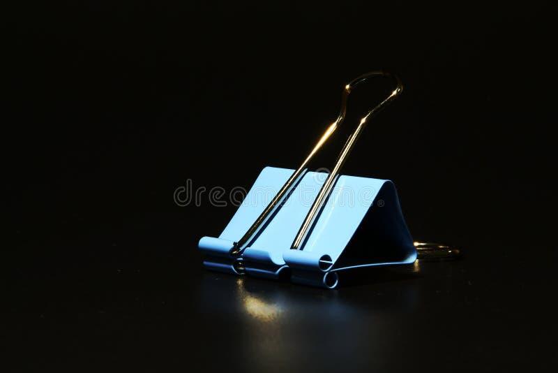 一个蓝色夹子 免版税库存图片