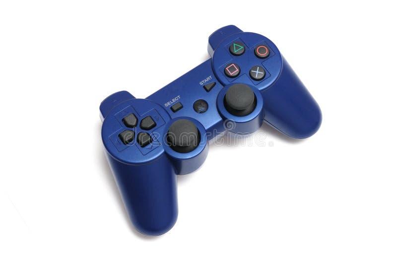 一个蓝色紫色无线电子游戏控制杆操纵台管理员 免版税库存照片