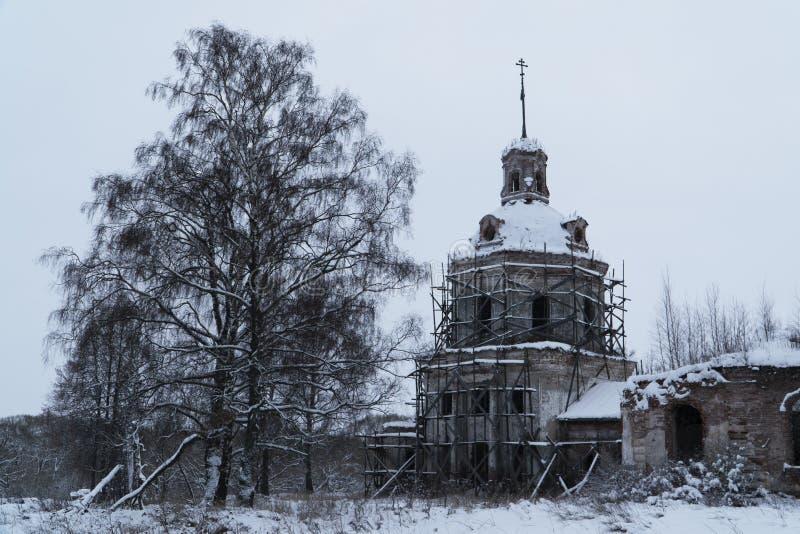 一个被放弃的寺庙在废墟中间站立 免版税图库摄影