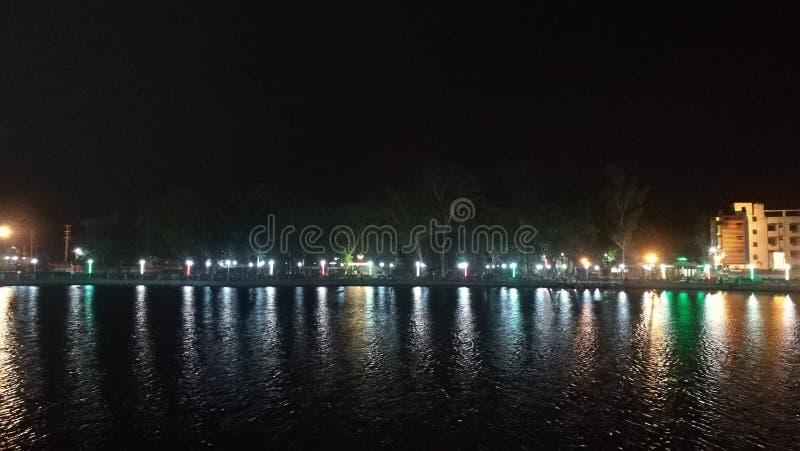 一个被清洗的swere池塘的夜视图 库存图片