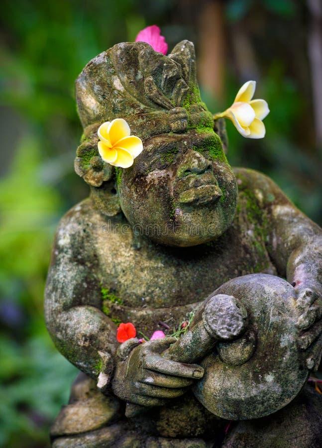 一个装饰的寺庙雕象在巴厘岛,印度尼西亚 库存照片