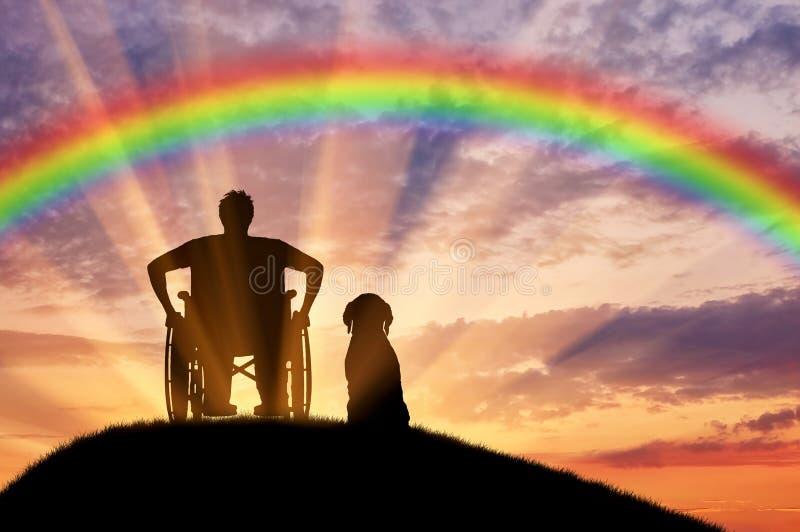 一个轮椅的残疾人在他的狗旁边 免版税库存照片