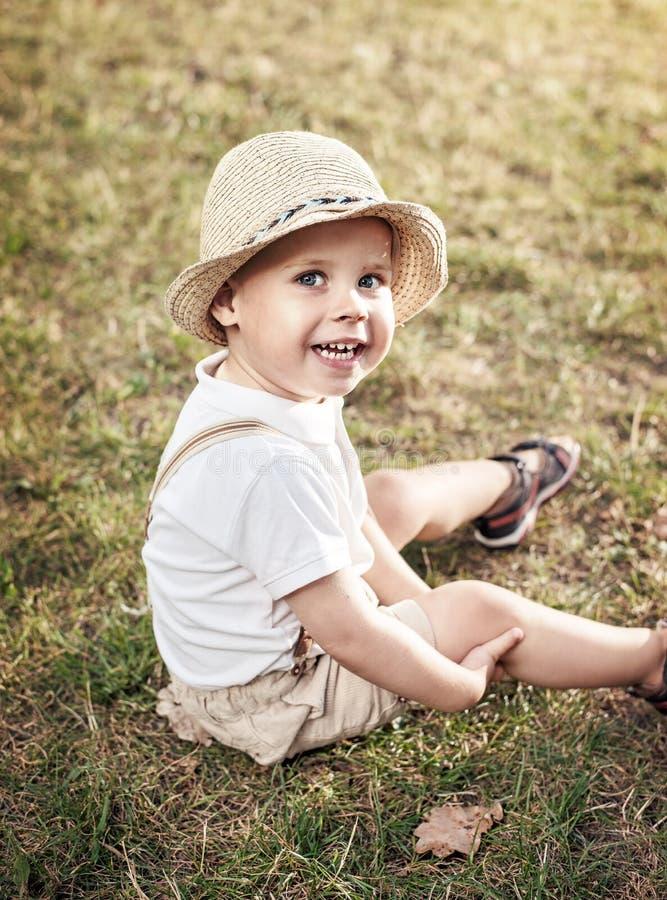 一个轻松,快乐的孩子的画象 免版税库存图片