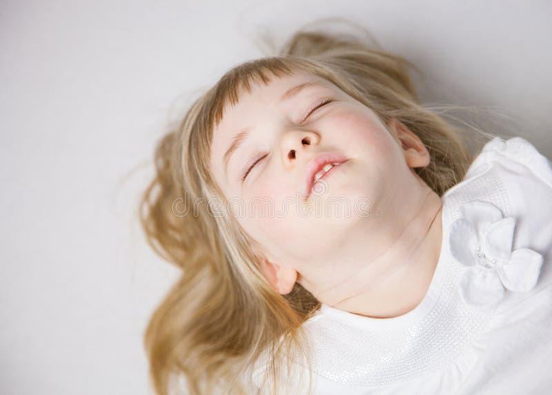 一个迷人的小女孩的画象 免版税库存图片