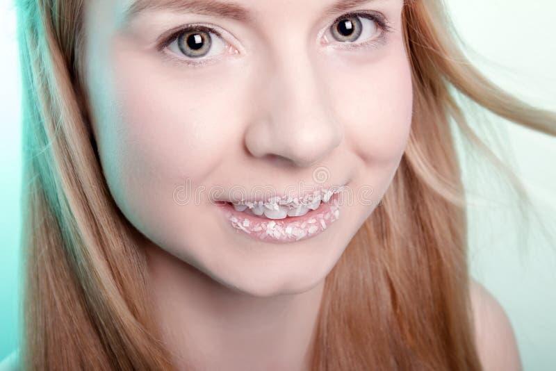 一个逗人喜爱的女孩的微笑 库存图片