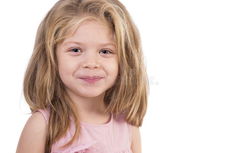 一个逗人喜爱的小女孩的特写镜头画象 免版税库存照片