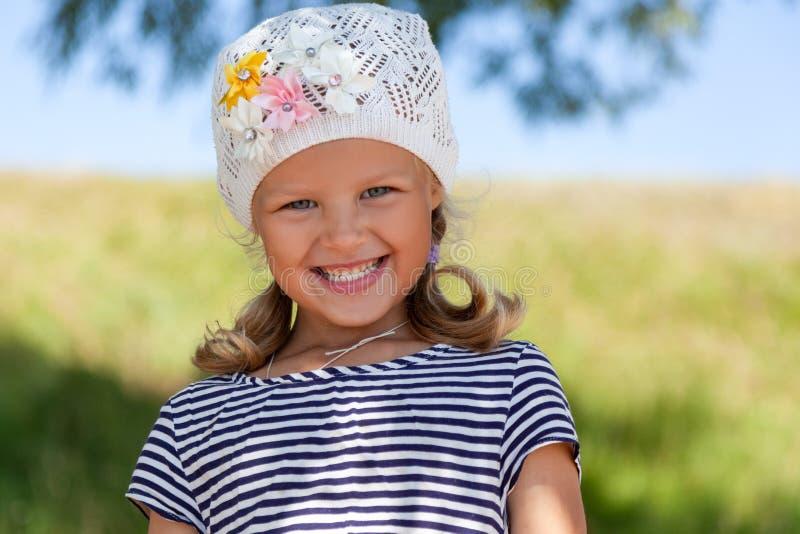 一个逗人喜爱的小女孩的画象 图库摄影