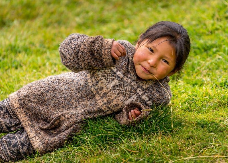 一个逗人喜爱的秘鲁女孩 库存照片