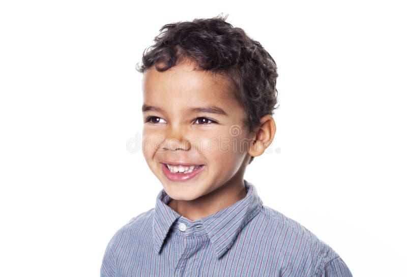 一个逗人喜爱的非裔美国人的小男孩的画象,隔绝在白色 免版税库存照片