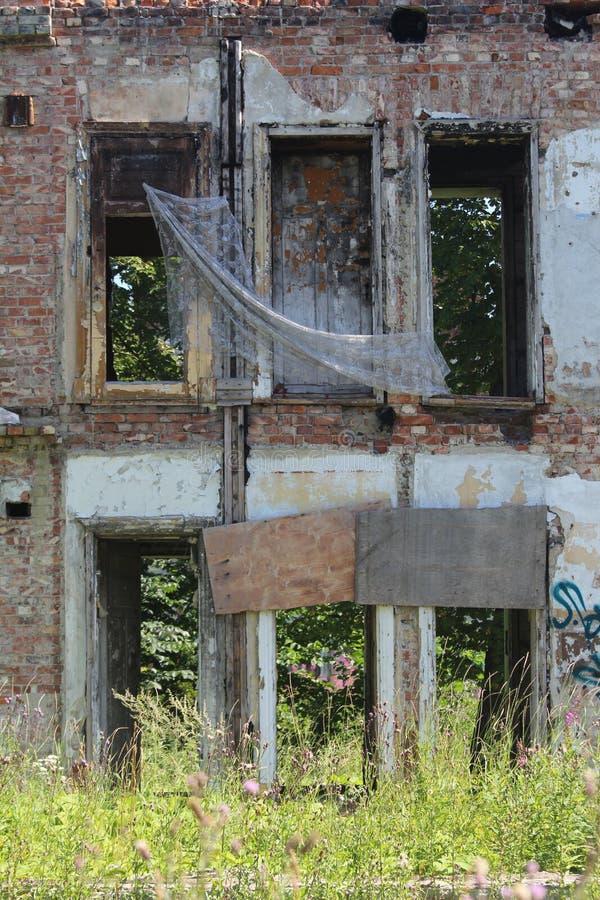 一个遗弃房子的Windows 免版税库存照片