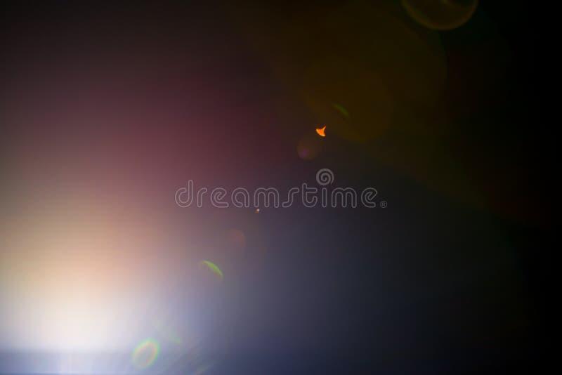 一个遥远的抽象星的闪光 抽象太阳火光 透镜火光是受数字更正支配 库存照片