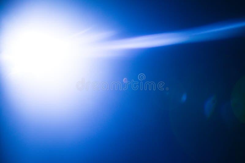 一个遥远的抽象星的闪光 抽象太阳火光 透镜火光是受数字更正支配 免版税库存照片