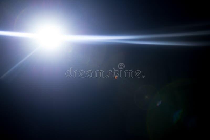 一个遥远的抽象星的闪光 抽象太阳火光 透镜火光是受数字更正支配 免版税库存图片
