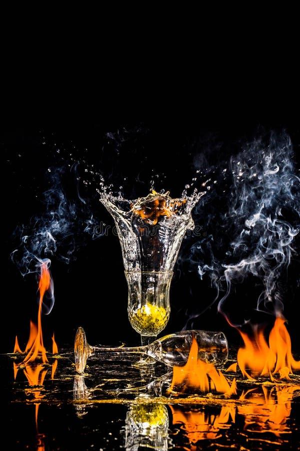 一个酒杯的产品射击与火的 免版税库存照片