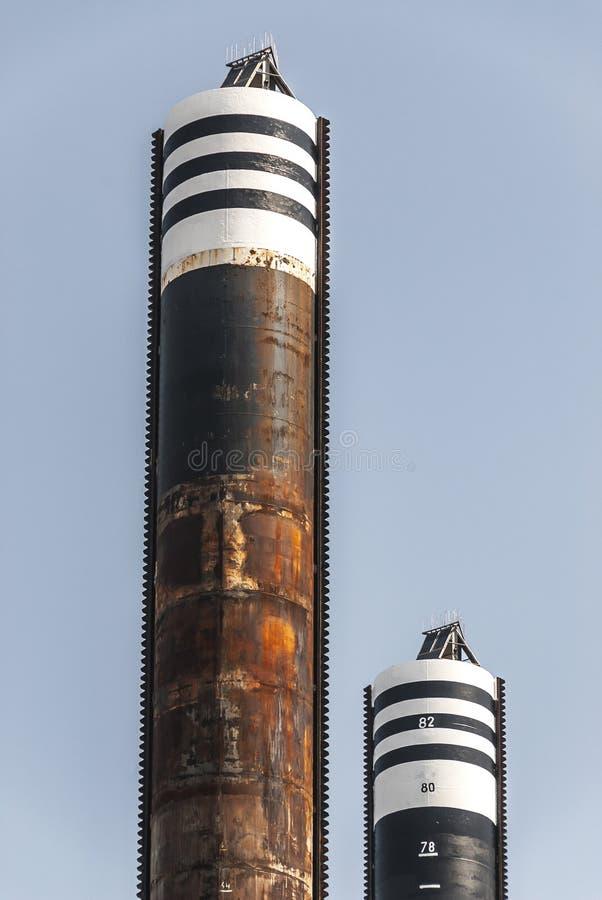 一个钻井平台的两根钢柱子 库存照片