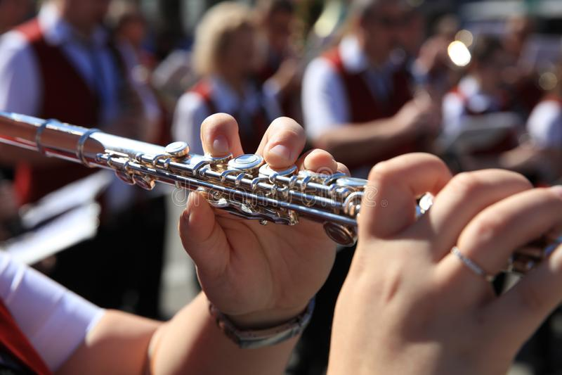 一个露天音乐会的德国长笛演员在德国 免版税库存照片