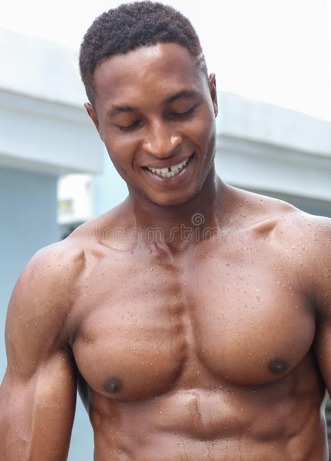 一个黑肌肉男性 库存图片