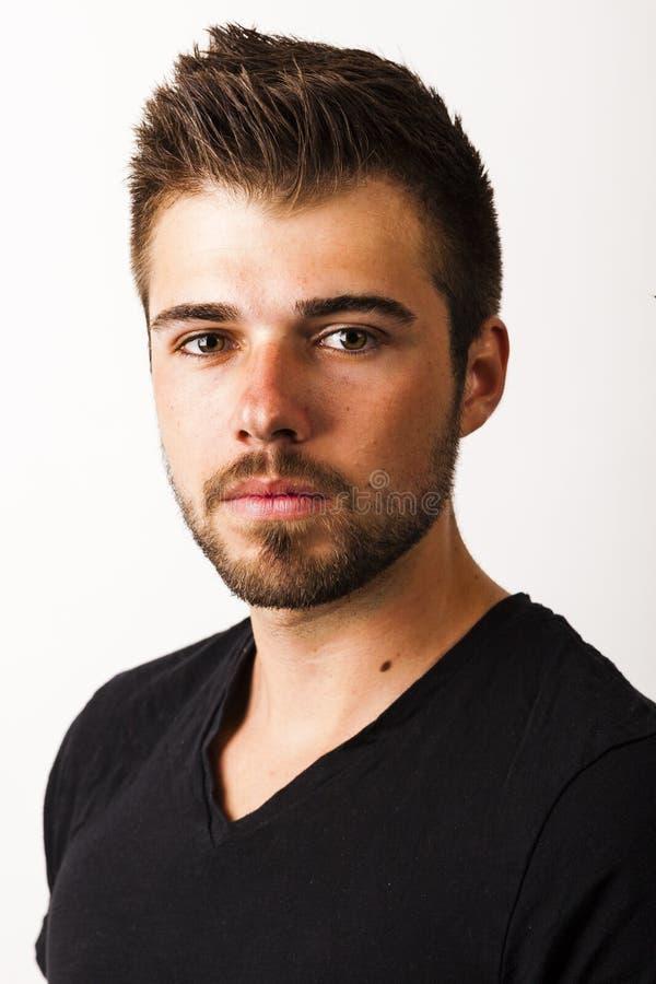 一个年轻人的画象与3天在白色后面前面刮胡须 图库摄影