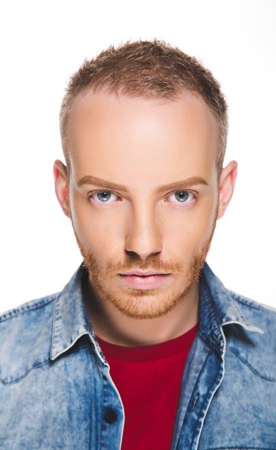 一个年轻人的画象有金发和蓝眼睛的 免版税图库摄影